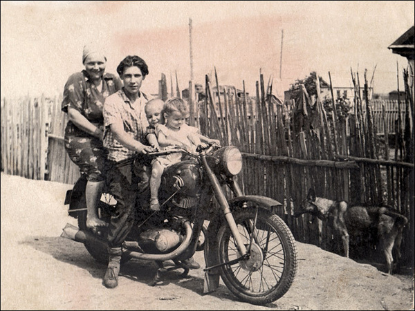 ©Группа авторов. «Мотоцикл. 50(60)-ые годы. Алтайский край.»