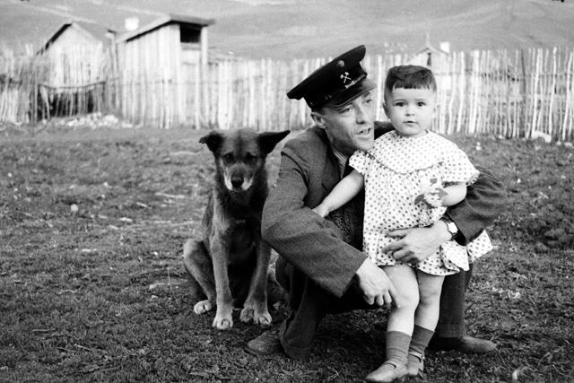 ©Группа авторов. «Отец, дочь и собака»