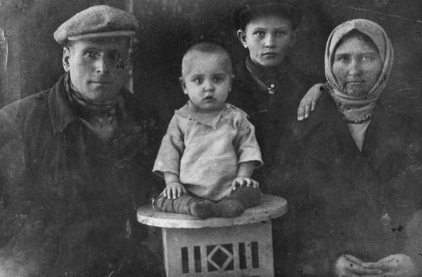 ©Группа авторов. «1938»
