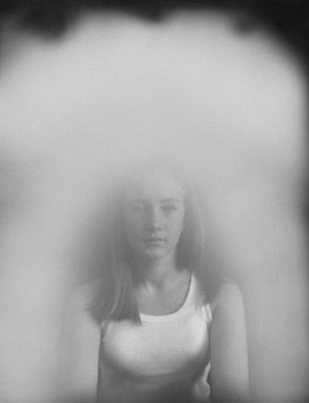 "Clare Strand, ""Kirlian Study - Tred"", aus der Serie ""Unseen Agents"", 2006-2007"