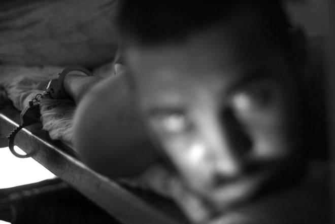"""Константин Саломатин, Екатеринбург. 2-е место в номинации """"Репортаж"""" Серия """"Обочины шелкового пути"""". <br /> 6. Екатеринбург. Центр лечения наркозависимых.Помещение карантина. 12.07.2008"""