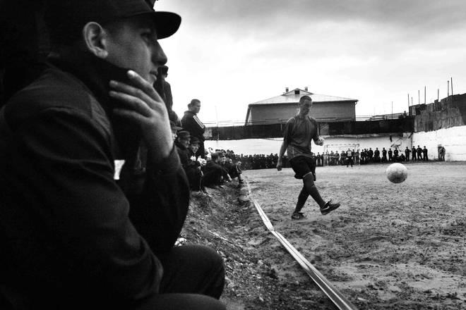 """Футбол в колонии. Фотоистория. Анна Пшеничникова, Тюмень, 2-е место в номинации """"СМИ Тюменской области""""."""