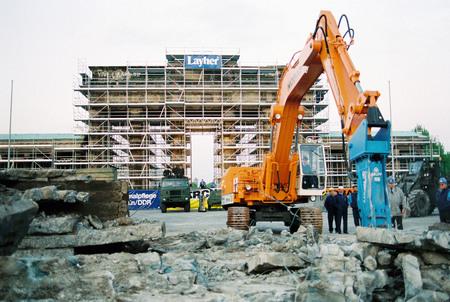 Клаус Ленартц<br> Снос Берлинской стены<br> 28 июня 1990<br> © Федеральное ведомство печати и информации BPA