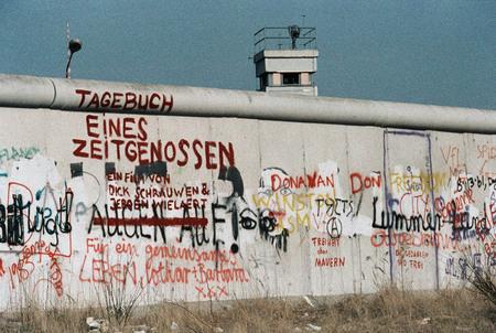 Клаус Ленартц<br> Граффити на Берлинской стене<br> 1 марта 1984<br> © Федеральное ведомство печати и информации BPA