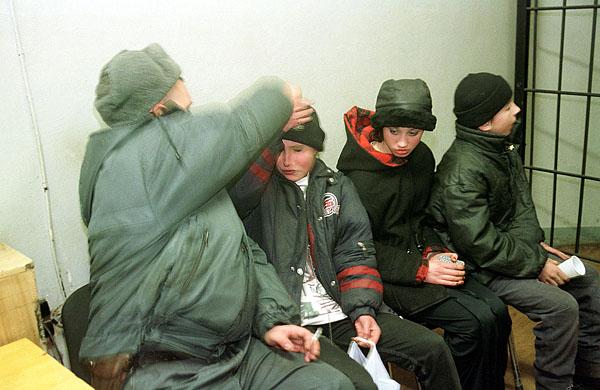 ©Герт Ван Кестерен. «Санкт-Петербург, 2001, Беспризорники»