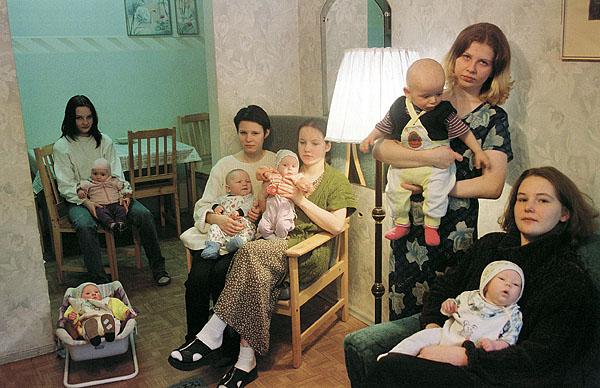 ©Герт Ван Кестерен. «Санкт-Петербург, 2001, Реабилитационный центр<br>для несовершеннолетних матерей «Маленькая мама»»