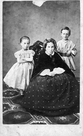 Ю.П.Вильчевская с детьми<br> Псков, 1859-1861