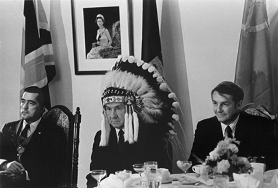 А.Н.Косыгин в головном уборе вождя индейского племени. 1971