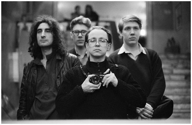 Автопортрет в зеркале с Борисом Юханановым и братьями Олейниковыми. Москва. 1988