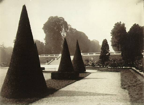 Eugene Atget<br> Saint-Cloud, 1921-22