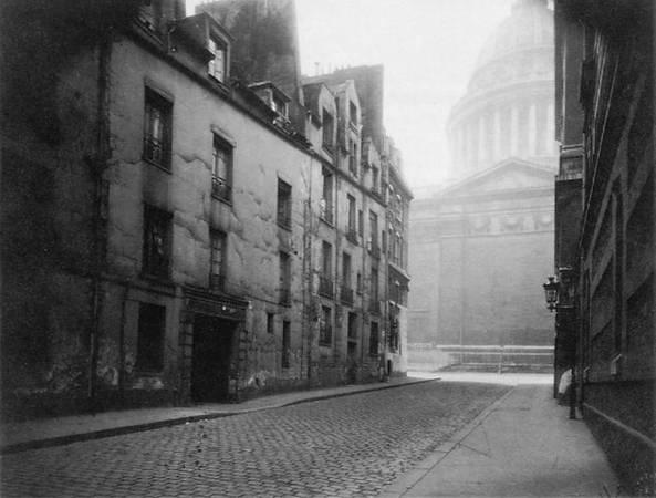 Eugene Atget<br> Coin de la Rue Valette et Pantheon, 1925