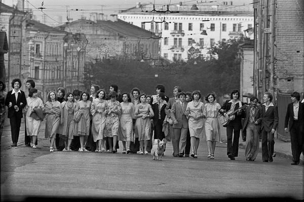 ©Фарит Губаев. «Выпускники.Казань,1979»