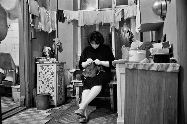 """©Фарит Губаев. «Из серии """"Театральное общежитие"""". Казань,1990»"""