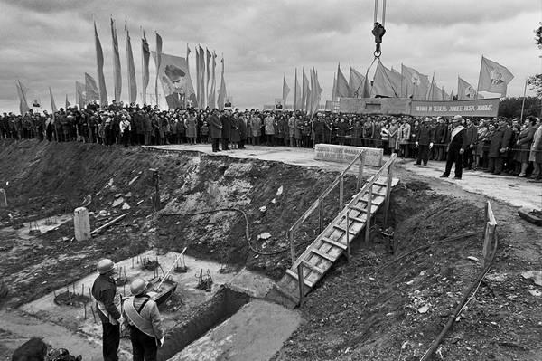 ©Фарит Губаев. «Здесь будет филиал музея В.И.Ленина. Казань,1986»