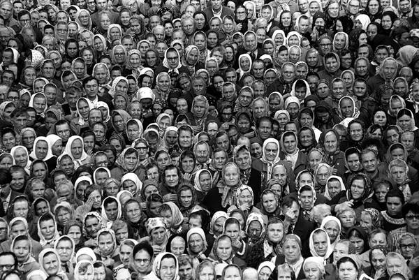 """©Фарит Губаев. «Из серии """"Первая служба в храме Петра и Павла"""". Казань, 1990»"""
