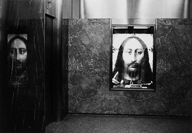 Diane Arbus. Christ in a lobby, N.Y.C., 1964