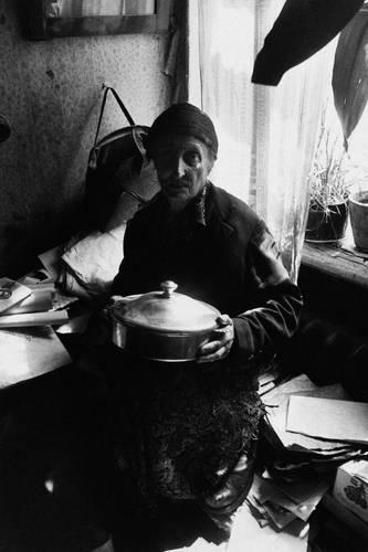 ©Борис Смелов. «Старуха с мельхиоровой миской. 1975»