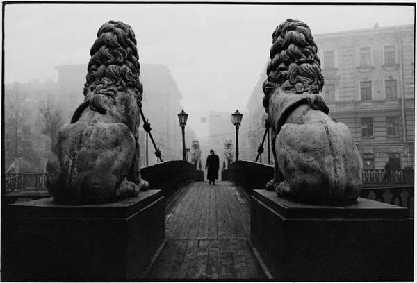 ©Борис Смелов. «Львиный мостик с прохожим. 1982»