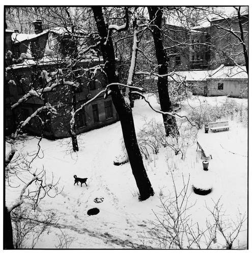 ©Борис Смелов. «Заснеженный двор. 1995»