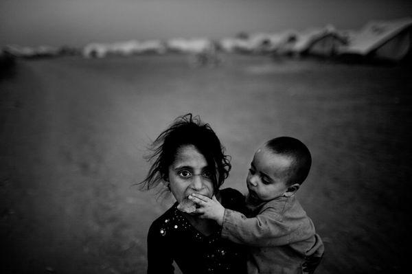 KIDS IN REFUGEE CAMP IN PAKISTAN © Daniel Berehulak, Australia
