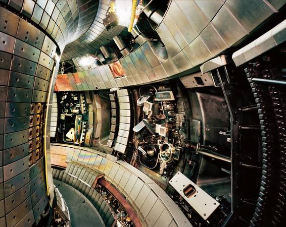 Tokamak Asdex Upgrade Interior 2, Max-Planck IPP, Garching, 2009 · C-Print, 141,6 x 176 cm. © Thomas Struth.