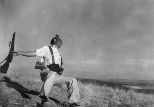 Роберт Капа. Смерть солдата, Кордова. 1936