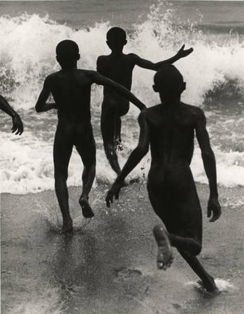 Мартин Мункачи. Три мальчика на озере Танганьика. 1930
