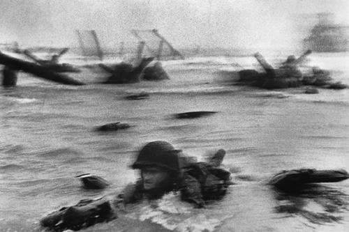 Роберт Капа.  День высадки союзных войск, Нормандия. 1944