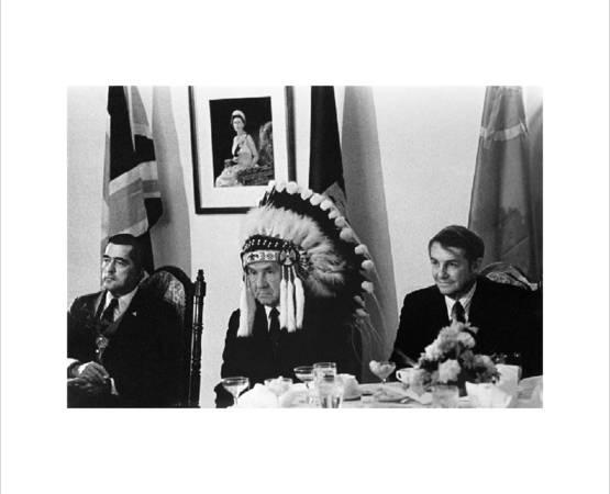 В.Егоров. А.Н.Косыгин в головном уборе индейца. 1971. Центр фотографии имени братьев Люмьер