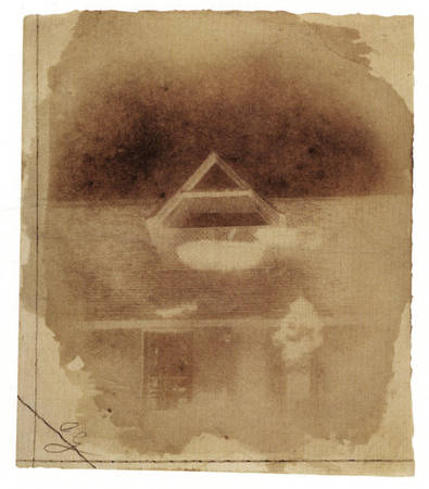 Илл.1 Генри Фокс Тальбот. Крыша и чердачное окно. 1842. Соляная печать с бумажного негатива, изготовленного по способу калотипии, ~10х12см