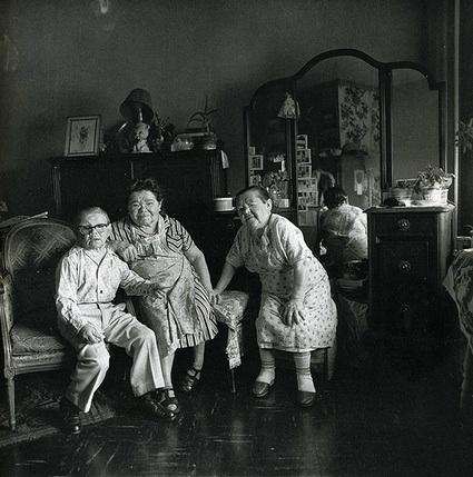 Diane Arbus Russian Midget Friends inaLiving Room on100th Street, N.Y.C 1963