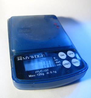 Рис. 4. Электронные весы для взвешивания химикатов