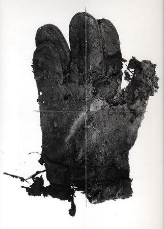 Ирвинг Пенн. Перчатка из мусора. Платино-палладиевая печать. 1975