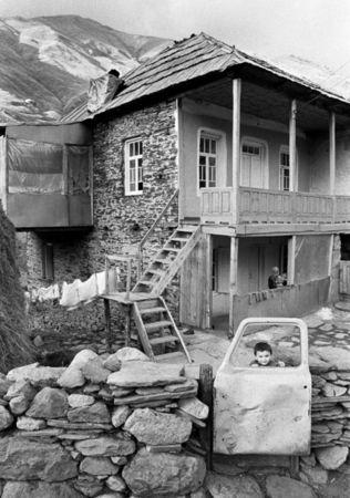 "Guia Chkhatarashvili, ""Ushguli yard"" 1991, ""Ushguli"" series, 1991-2000"