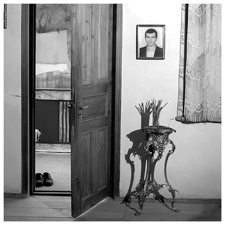 "Irina Abjandadze ""Soso Loladze, 29 years old"", ""Victim"" series, 2000"