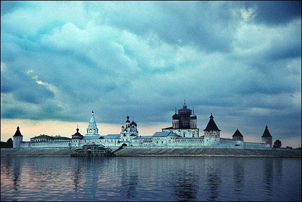 ©Олег Климов. «Желтоводский монастырь (1435),  Макарьевск, Нижегородская обл. 2000»