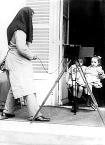 Martial Caillebotte. Maurice Minoret photographiant Jean et Geneviиve Caillebotte Tirage photographique, 17 x 12,5 cm, collection privйe © D.R