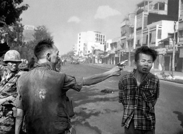 © Eddie Adams. Vietcong Execution, Saigon, 1968