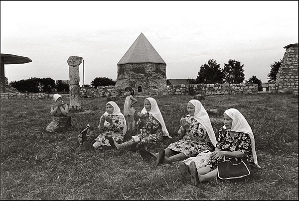 ©Олег Климов. «Древнее поселение Булгары - святое место татар, Татарстан. 1997»