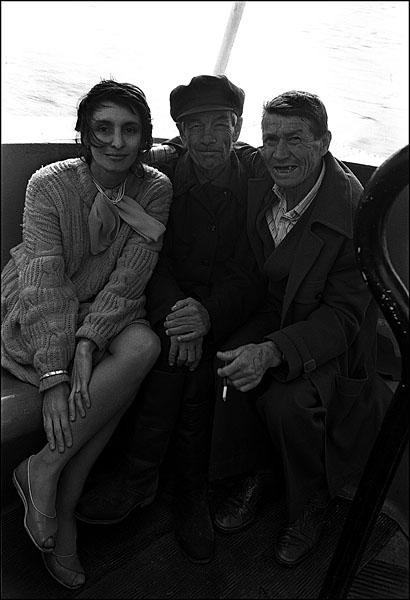 ©Олег Климов. «С мужичками на теплоходе, Чебоксары. 1998»