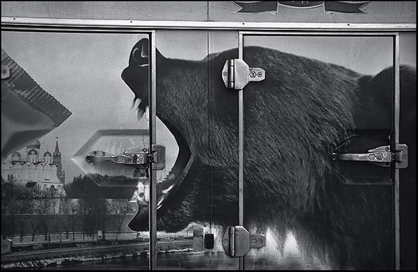 Евгений Сафьян <br /> Московский уличный киоск. Фрагмент