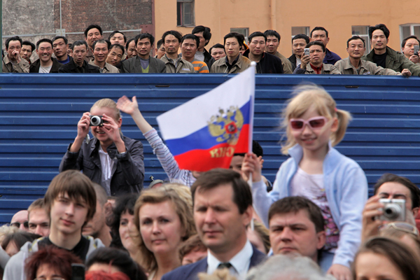 Александр Петросян <br /> 9 мая 2009 года, Дворцовая площадь (Санкт-Петербург). Зрители парада победы.