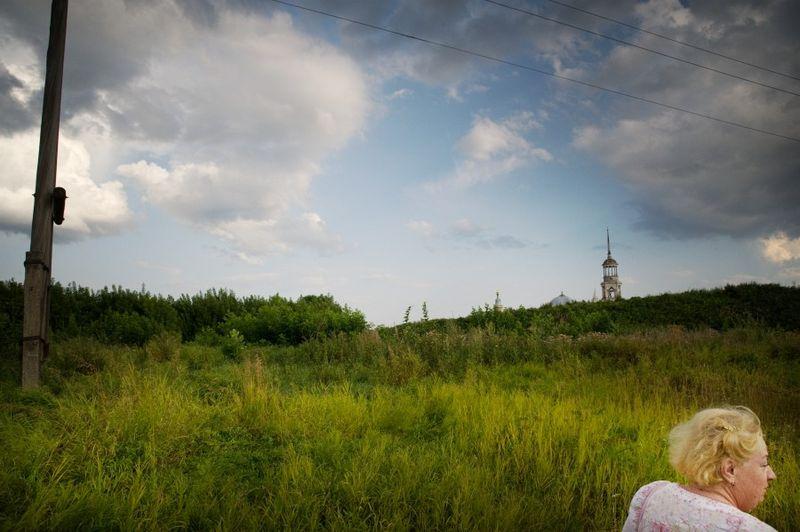 ©Александр Наану. «Экскурсовод, Торжок, 2010»