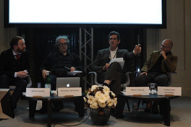 Дискуссия о будущем цифровой фотографии с участием  профессора Майкла Ньюмана/Michael Newman и кураторов Брайана Уоллиса/Brian Wallis, Кристофа Шадена/Christoph Schaden и Симона Бейкера/Simon Baker.