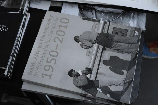 Ретроспективное издание об африканской фотографии