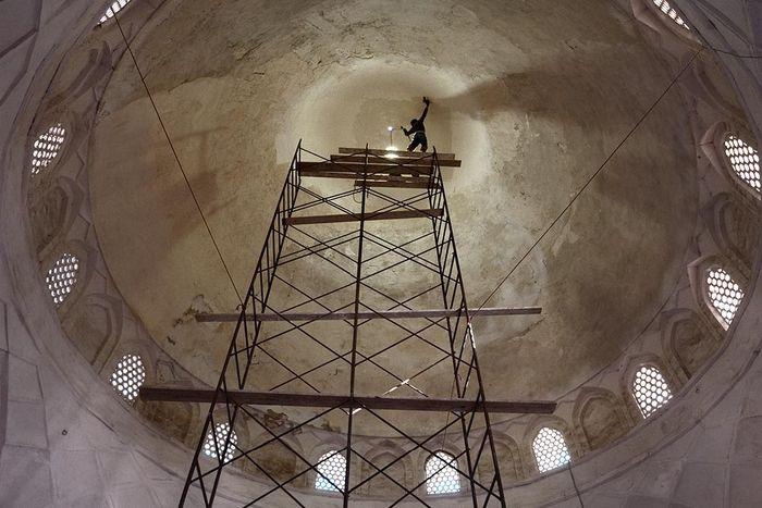 ©Анзор Бухарский. «Реставрационные  работы в старом городе»