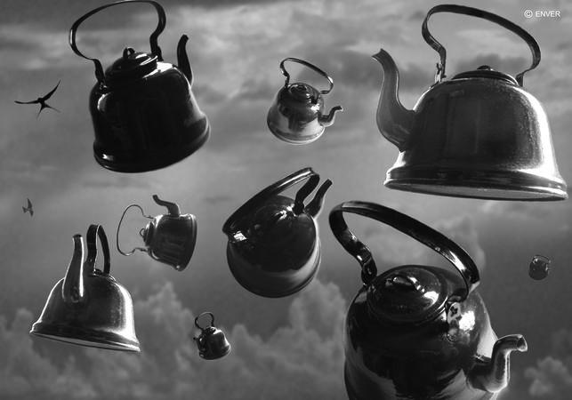 """Чайники покоряют небо. Из серии """"Вещи вне жизни"""""""