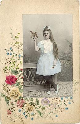 ©Неизвестные фотографы. «Девочка с птичкой»