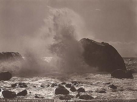 &copy;Василий Сокорнов. «Волна / Прибой во время бури. Ок. 1912<br>Бромсеребряный отпечаток с широкого стеклянного негатива»