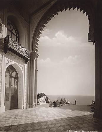 &copy;Василий Сокорнов. «Алупка. Вид из Альгамбры. 1898-1902 гг.<br> Бромсеребряный отпечаток с широкого стеклянного негатива»